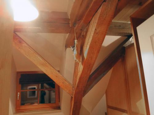 Poutre grande chambre gîte «Coté Village»